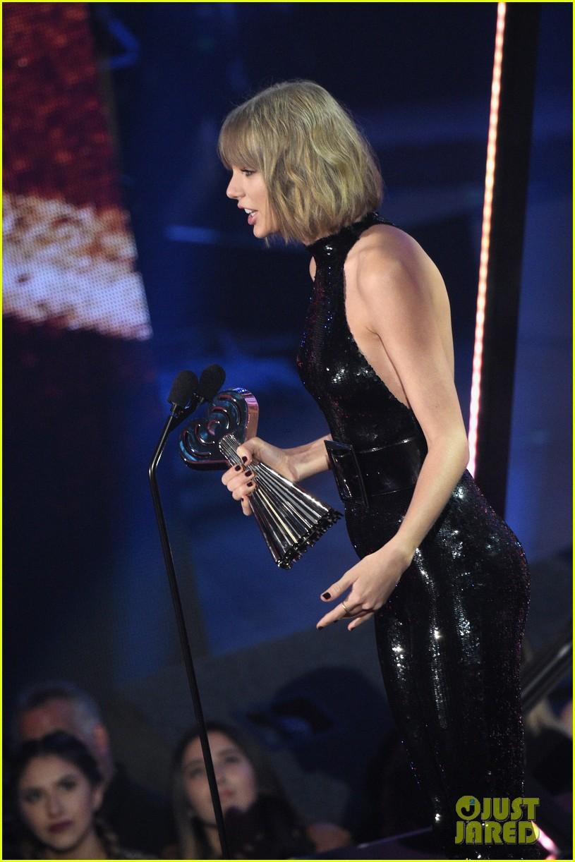 taylor swift thanks boyfriend adam at iheartradio music awards 06