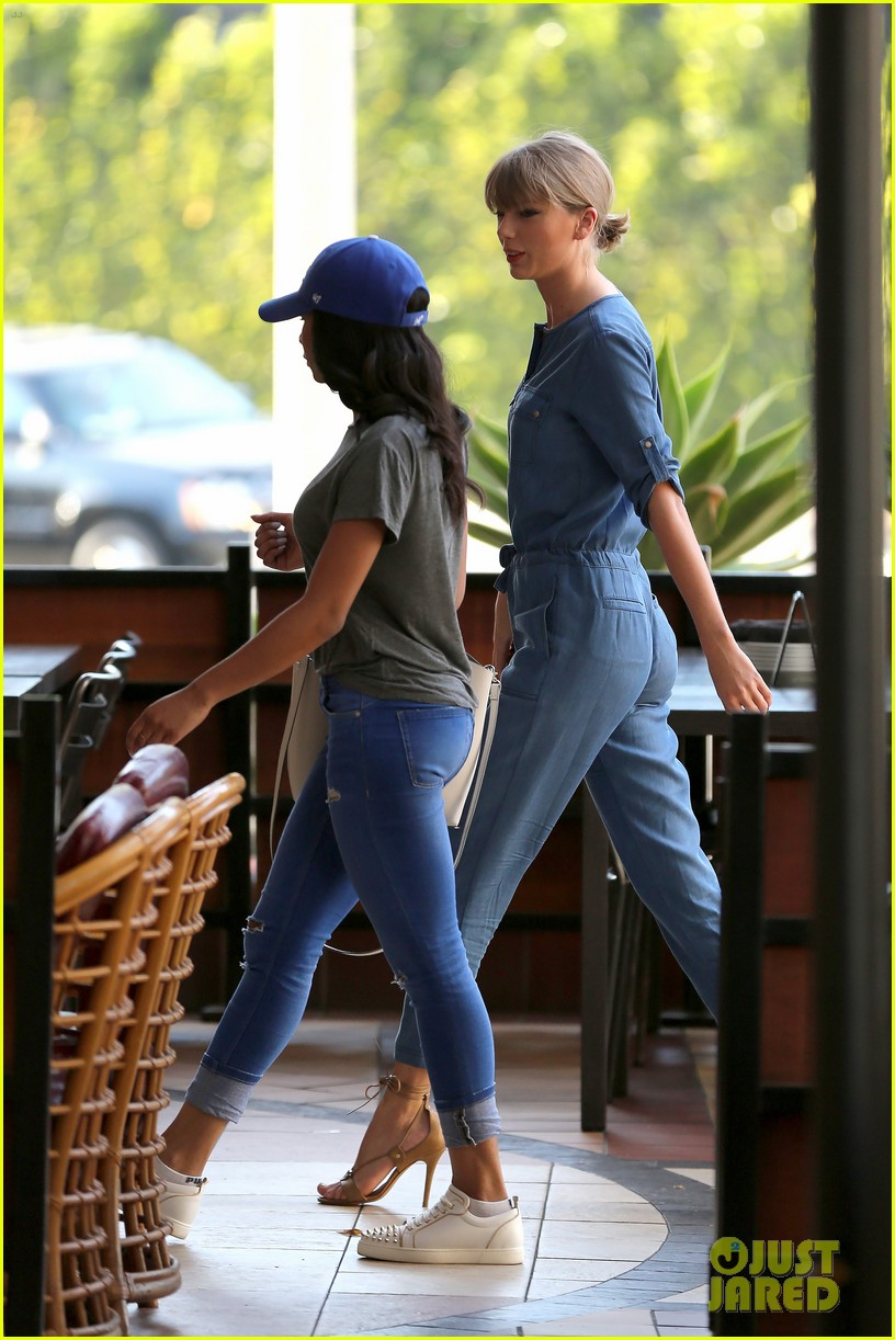 taylor swift demin outfit out with friend 06