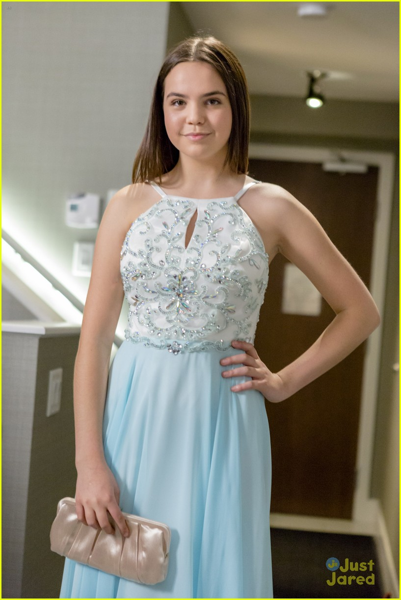 Bailee Madison Goes To Prom In Hallmark Channel\'s \'Date With Love ...