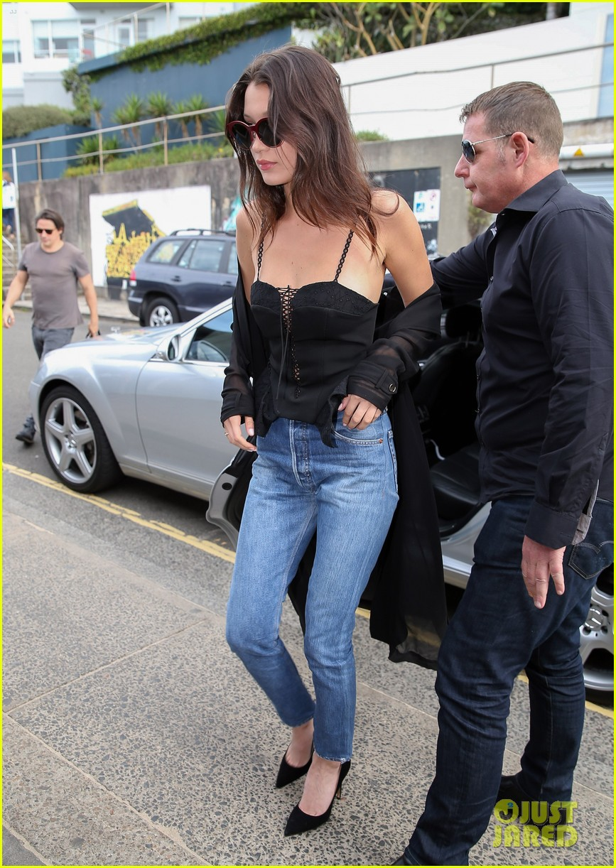 18299270b191 Bella Hadid Hangs With Friends After Australian Arrival