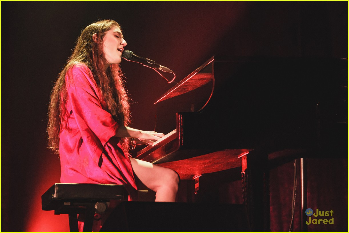 birdy perform bafta tv awards 06