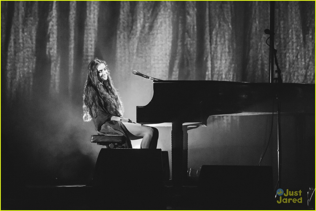birdy perform bafta tv awards 08