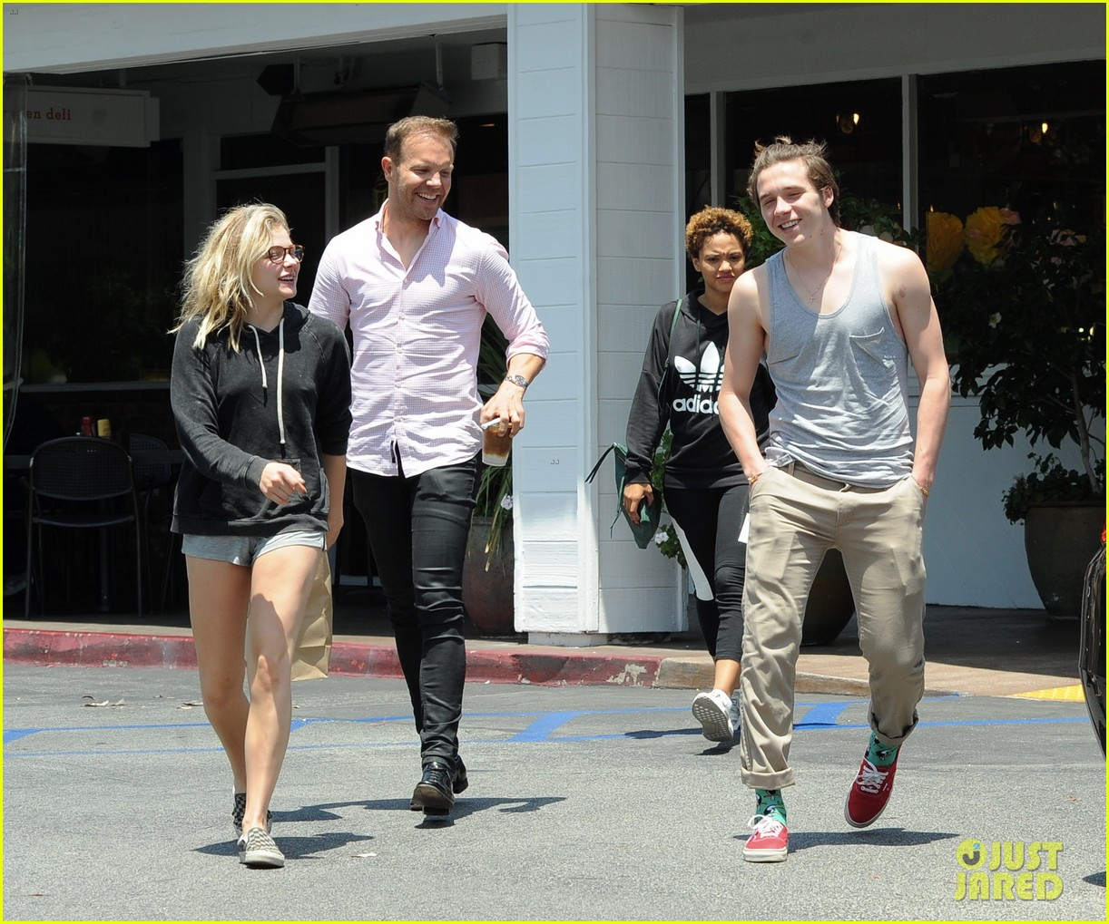 chloe moretz brooklyn beckham spend the day together in LA 10