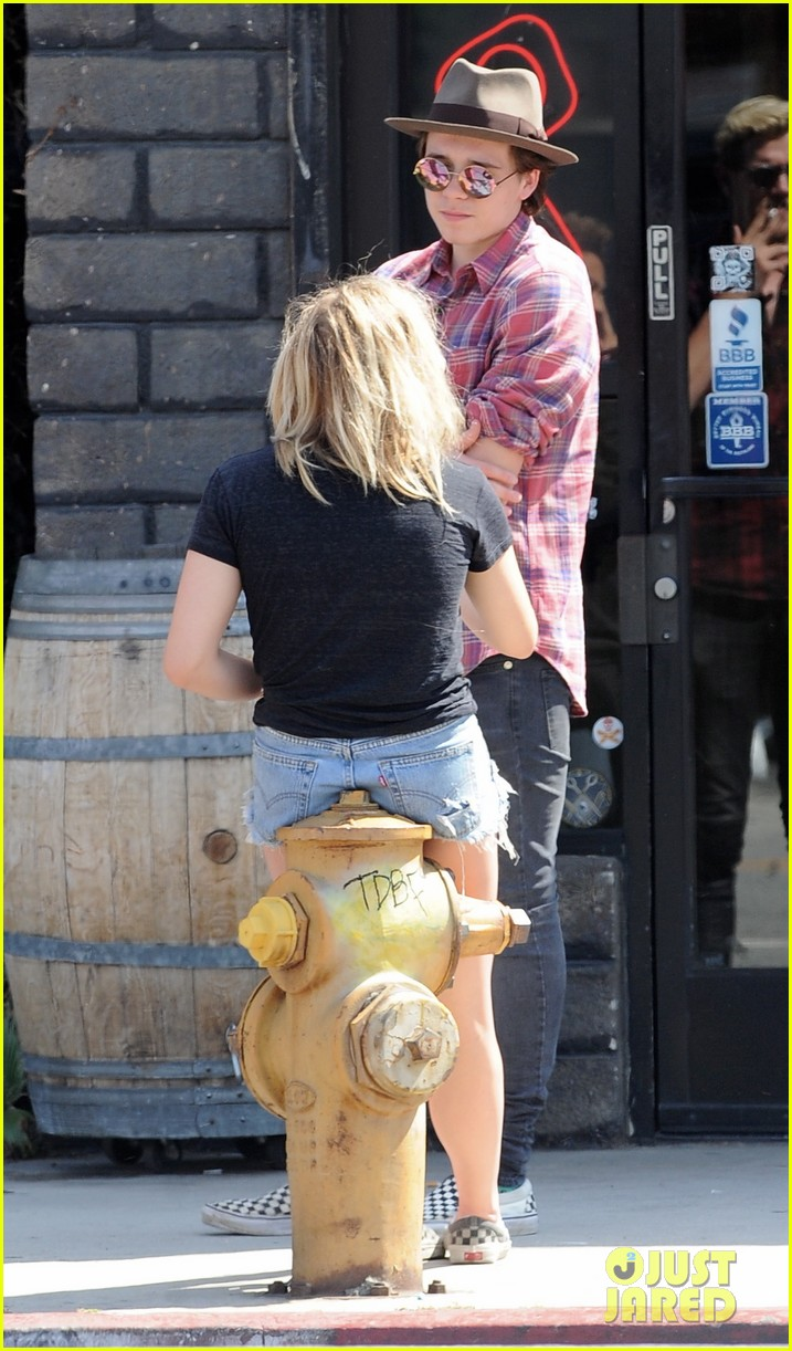 chloe moretz brooklyn beckham spend the day together in LA 38