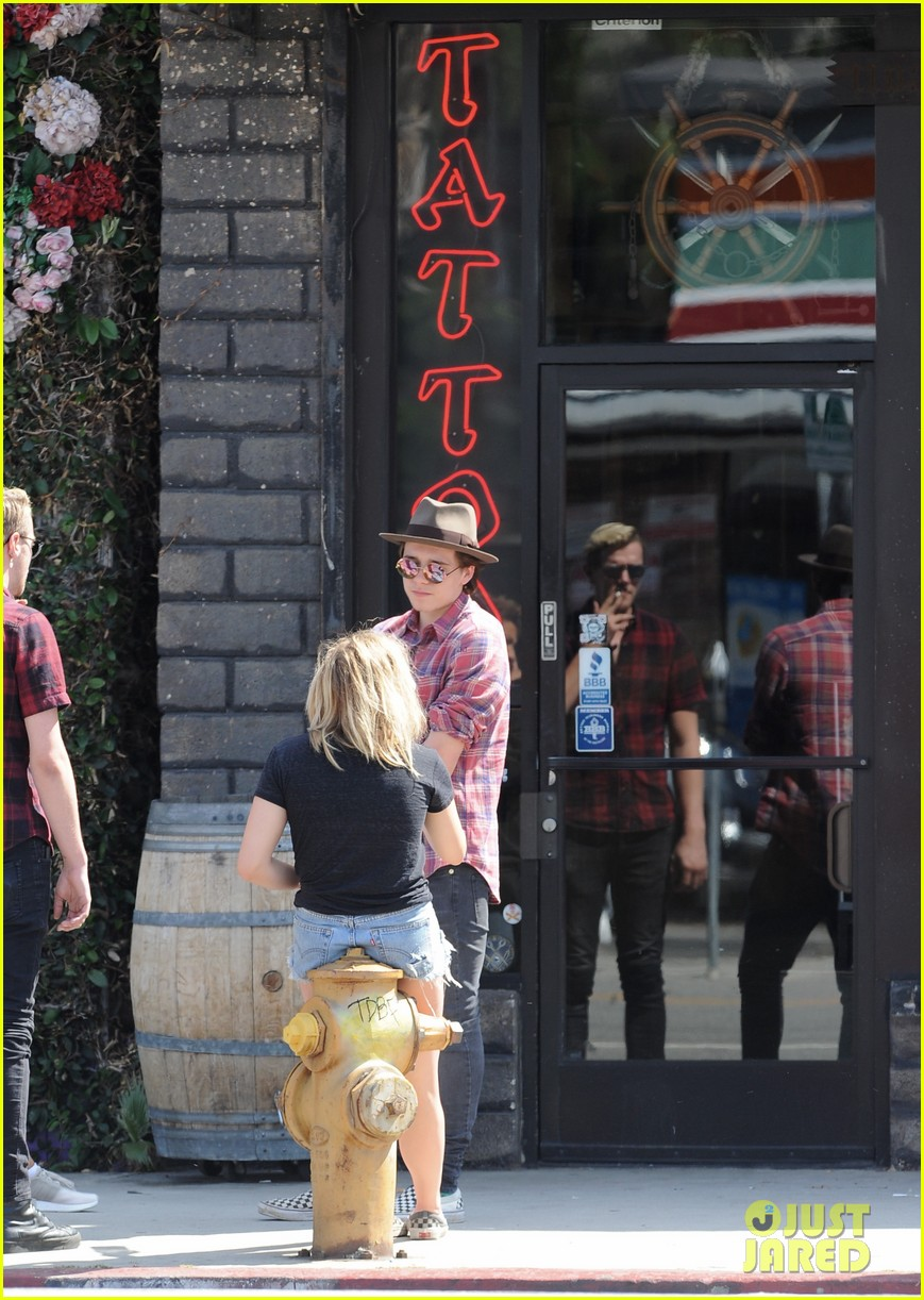 chloe moretz brooklyn beckham spend the day together in LA 40