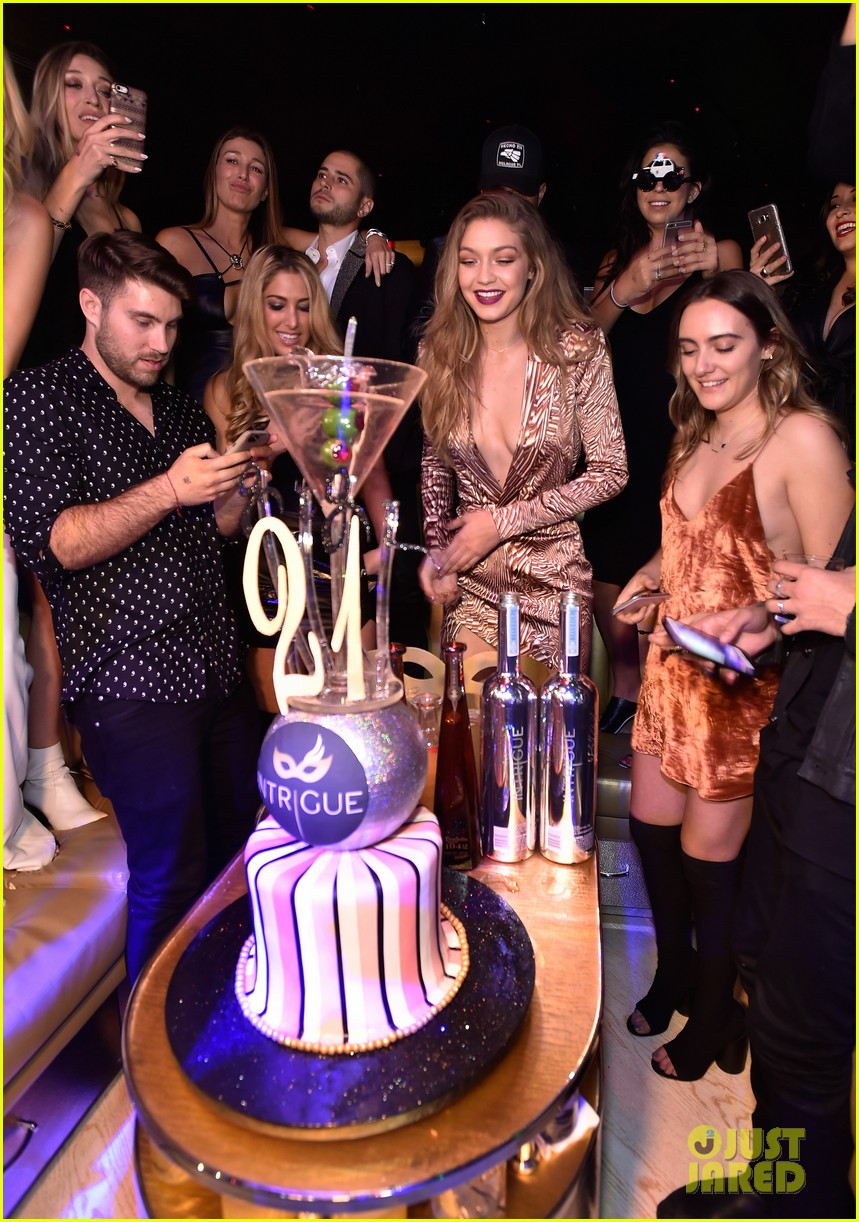 Gigi Hadid Parties It Up In Vegas For 21st Birthday Photo 963938