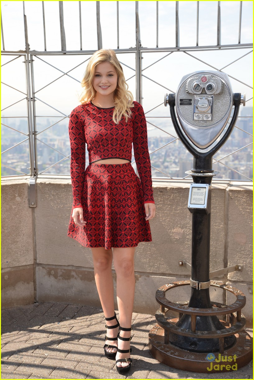 olivia holt empire state building stop 02