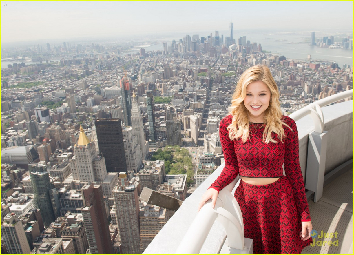 olivia holt empire state building stop 03