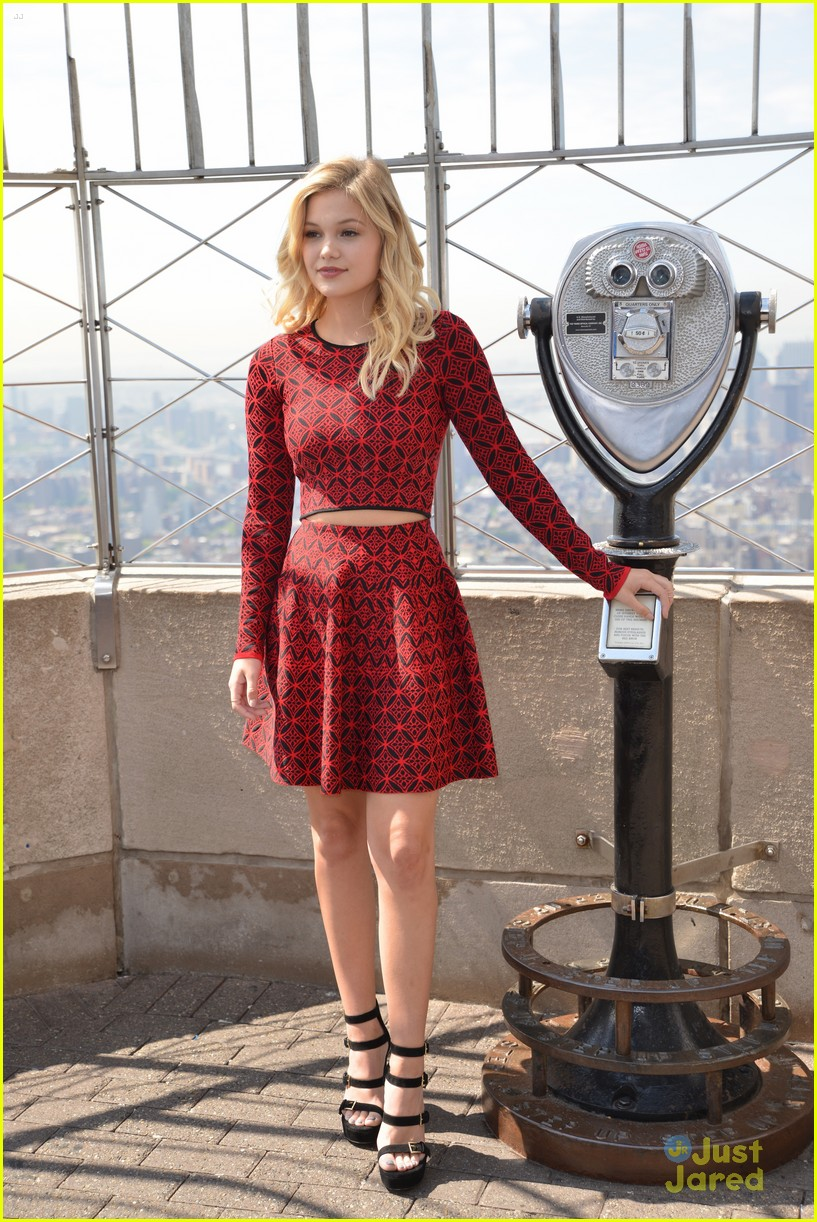 olivia holt empire state building stop 16