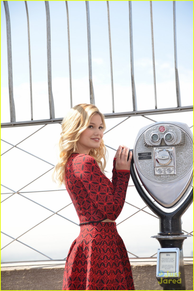 olivia holt empire state building stop 18