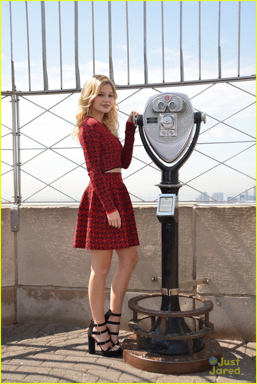 olivia holt empire state building stop 26