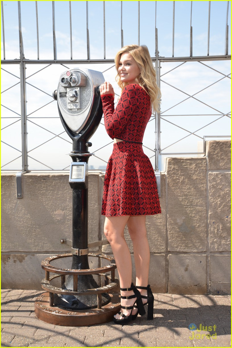 olivia holt empire state building stop 27