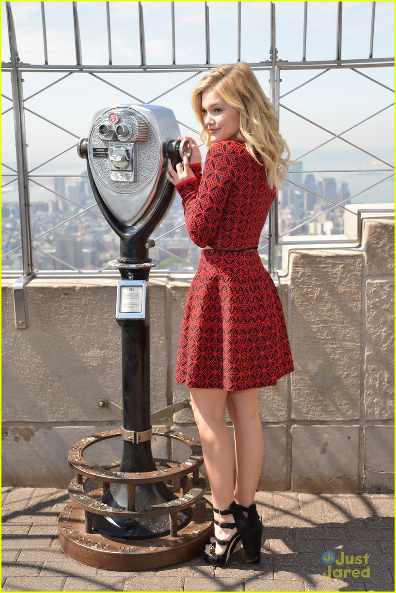 olivia holt empire state building stop 30