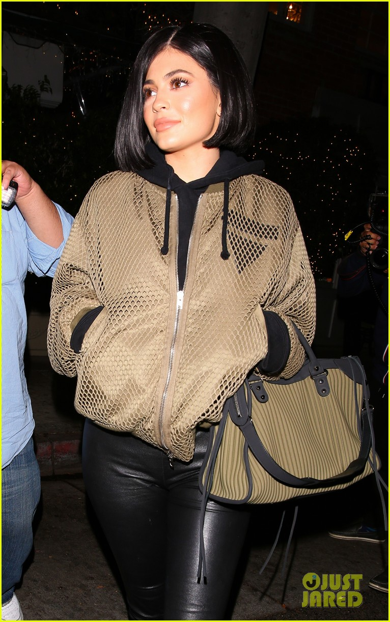 kylie jenner rolls royce night out friends new kit color preg congrats 16