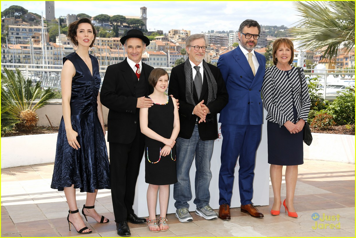 ruby barnhill bfg premiere photocall cannes 03