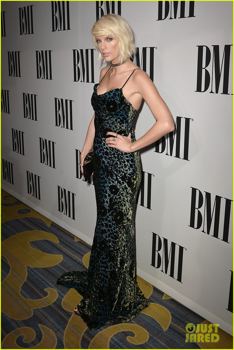 Taylor Swift Accepts The Taylor Swift Award At Bmi Pop Awards Photo 968171 Taylor Swift Pictures Just Jared Jr