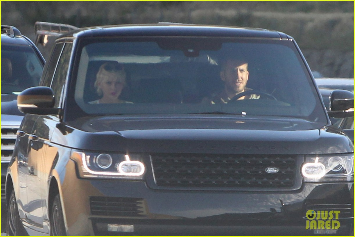 Taylor Swift Takes Car For Spin With Calvin Harris Photo 965742 Calvin Harris Taylor Swift Pictures Just Jared Jr