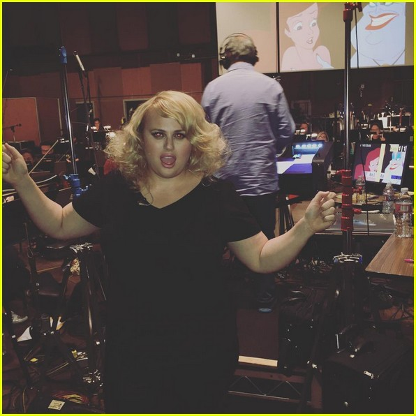 sara bareilles rebel wilson darren criss little mermaid rehearsal video 01