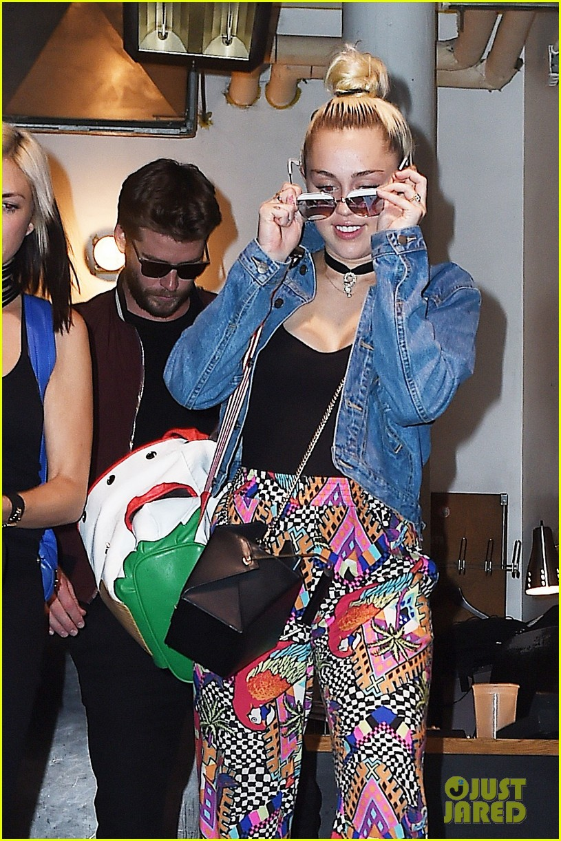 miley cyrus liam hold hands night out 13