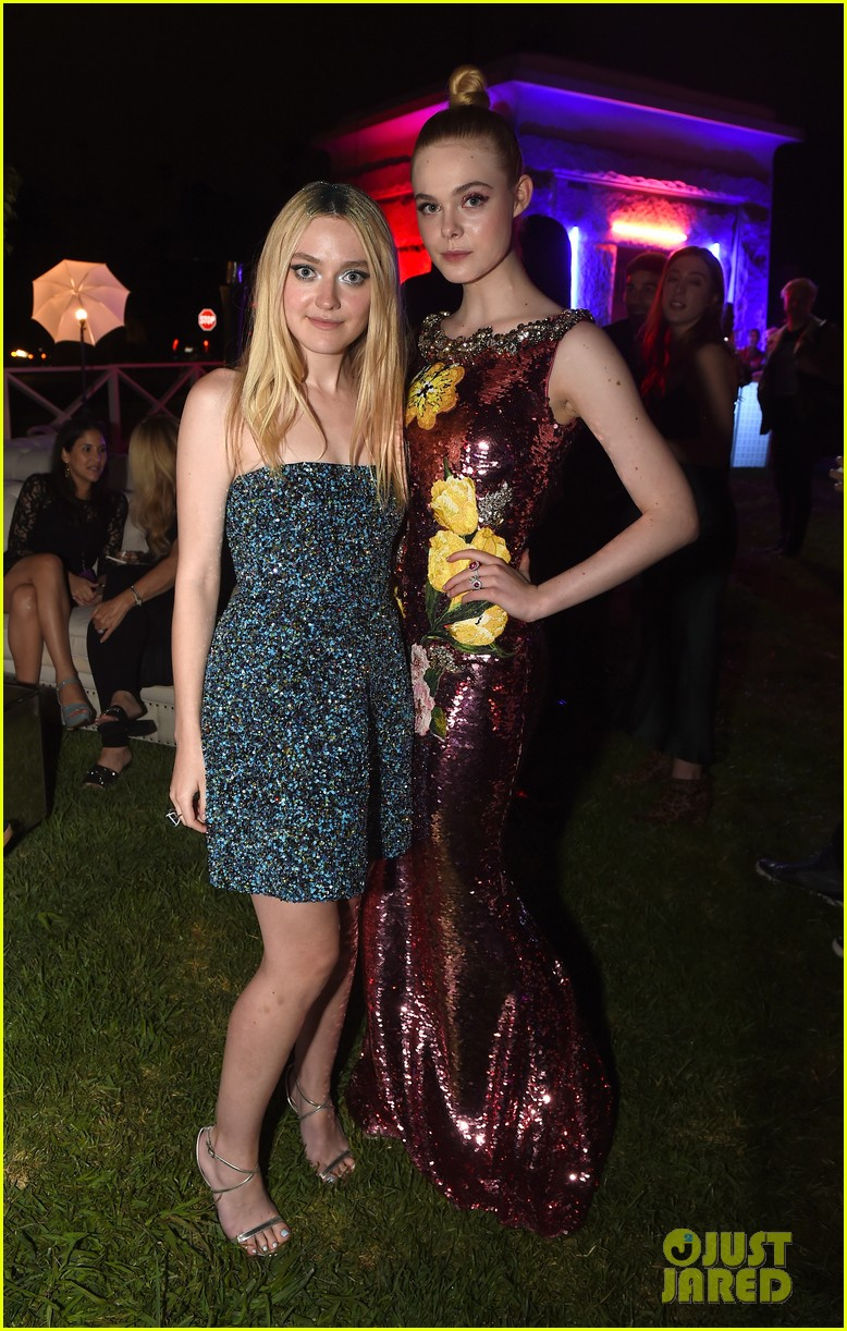 elle fanning gets support from sis dakota at neon demon premiere 04