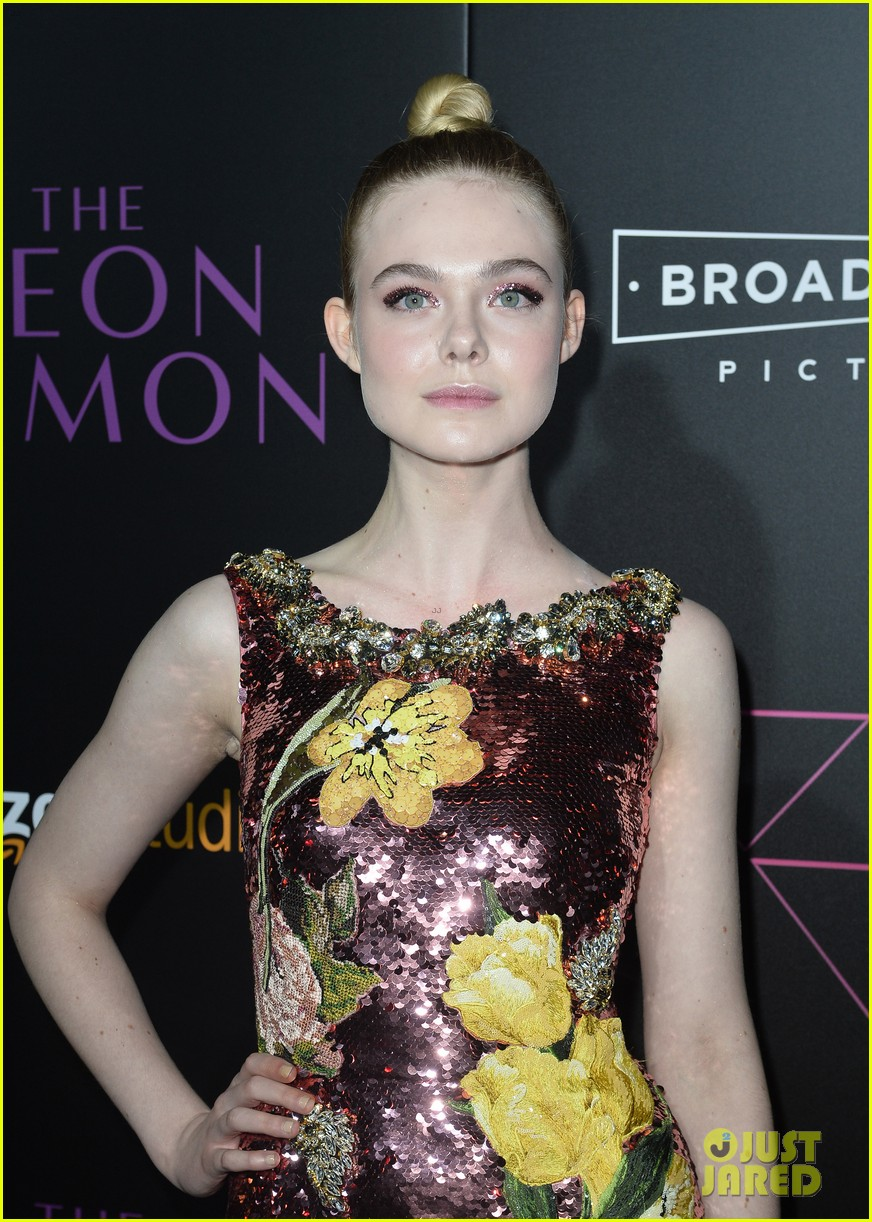 elle fanning gets support from sis dakota at neon demon premiere 28