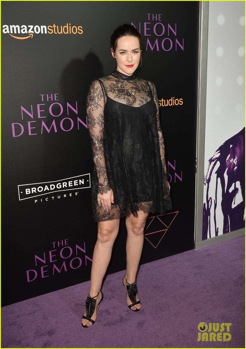 elle fanning gets support from sis dakota at neon demon premiere 36