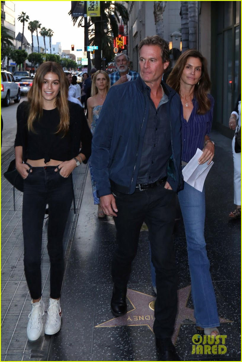 kaia gerber mom cindy crawford are basically twins in new pic 06