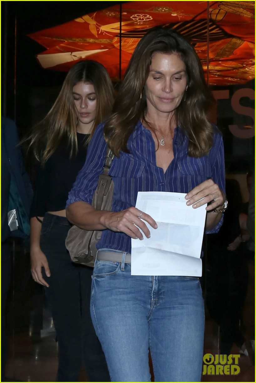 kaia gerber mom cindy crawford are basically twins in new pic 09