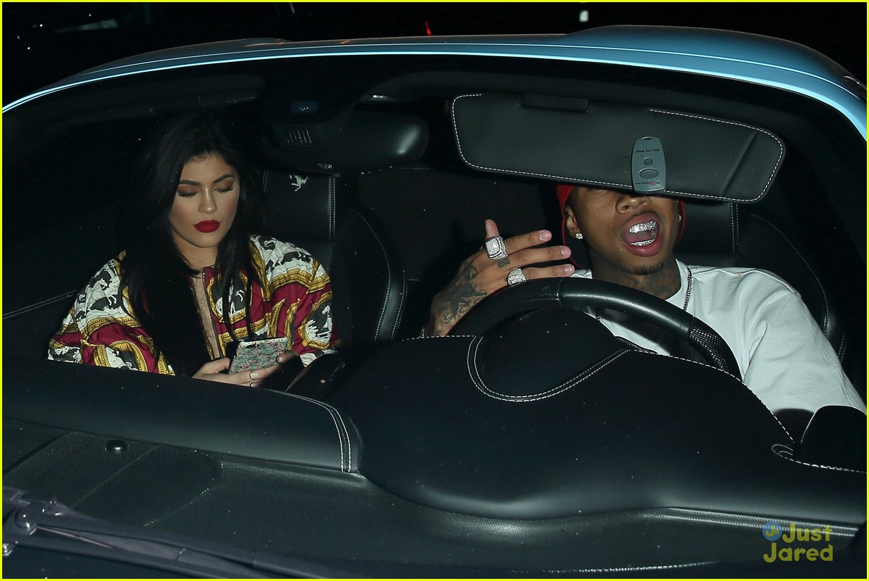 kylie jenner tyga go to 1 oak together 10