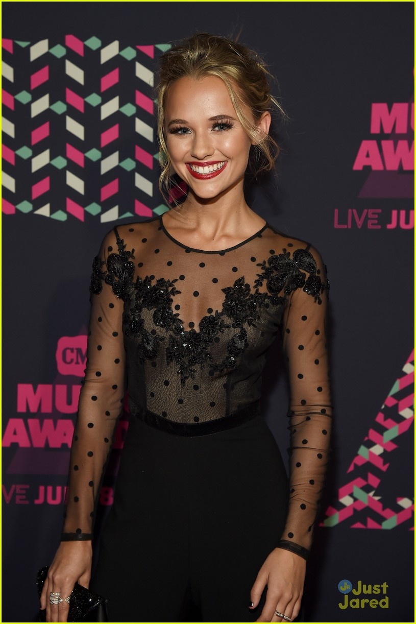 Madison Iseman Hits Cmt Music Awards 2016 With Chelsea