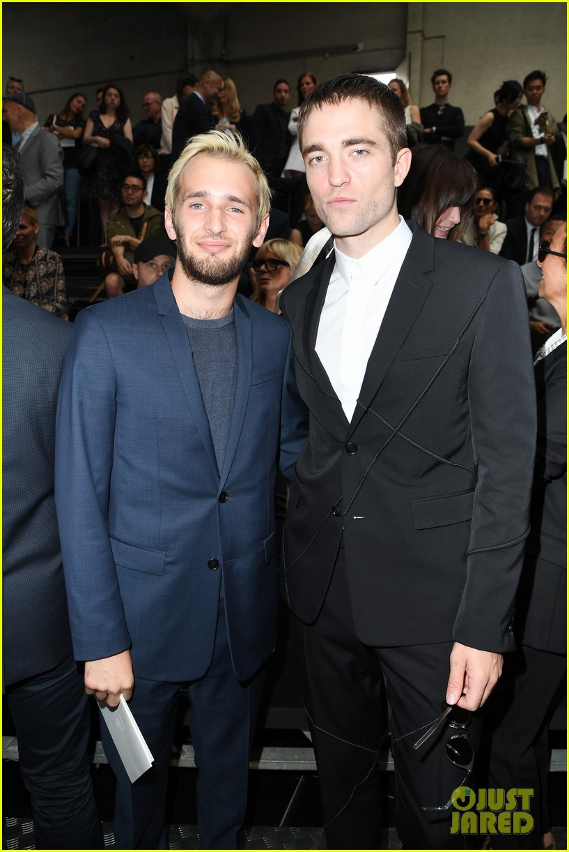 robert pattinson michael b jordan dior homme fashion show 01