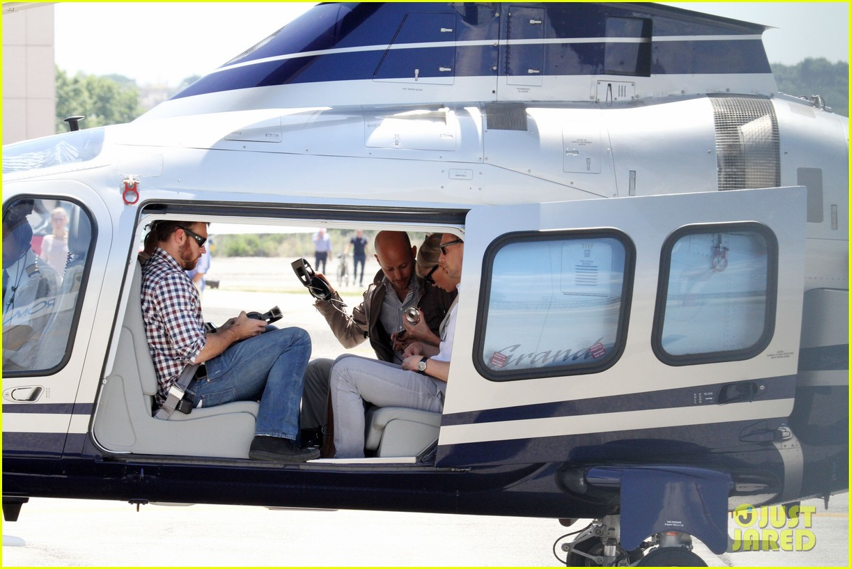 taylor swift tom hiddleston rome helicopter 12