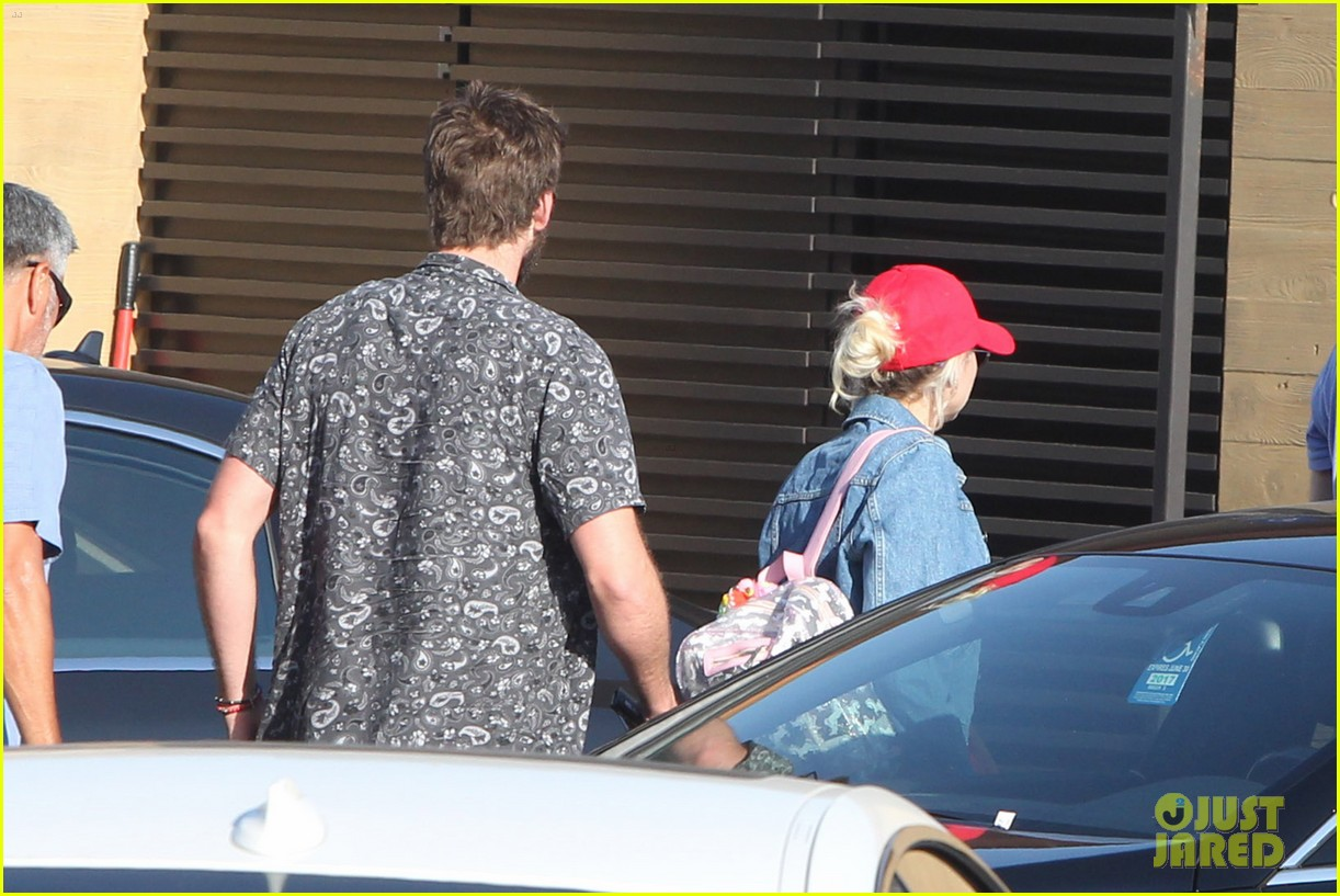 miley cyrus liam hemsworth leave nobu sunday 17