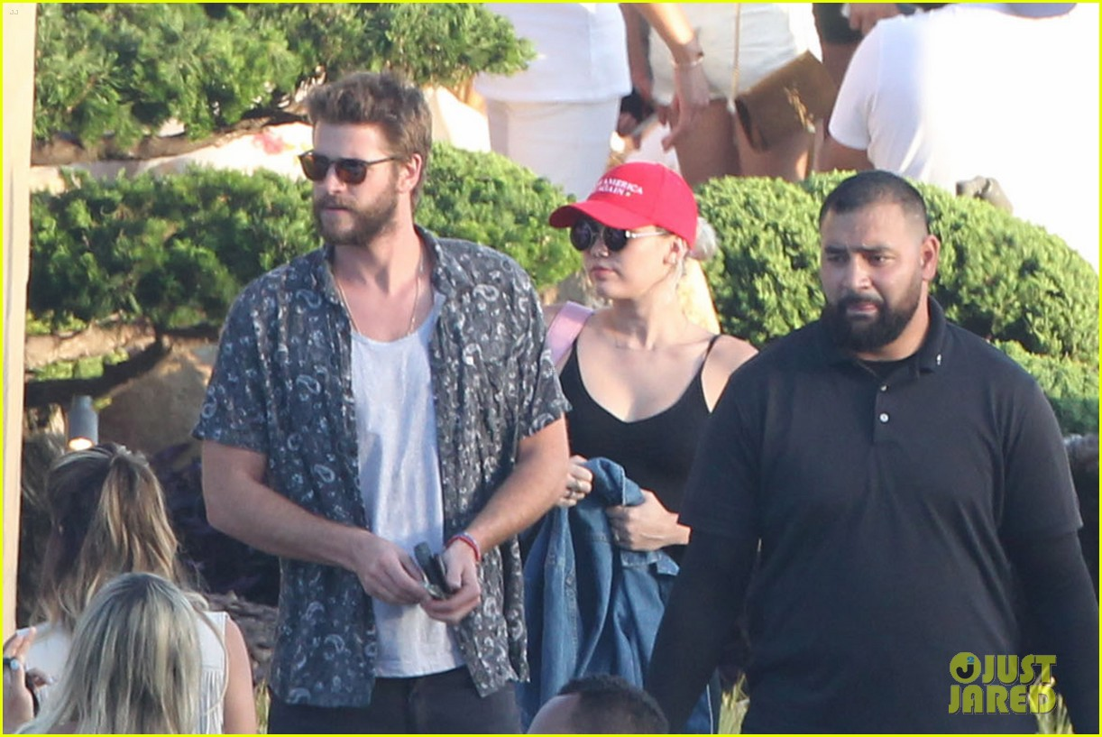 miley cyrus liam hemsworth leave nobu sunday 18