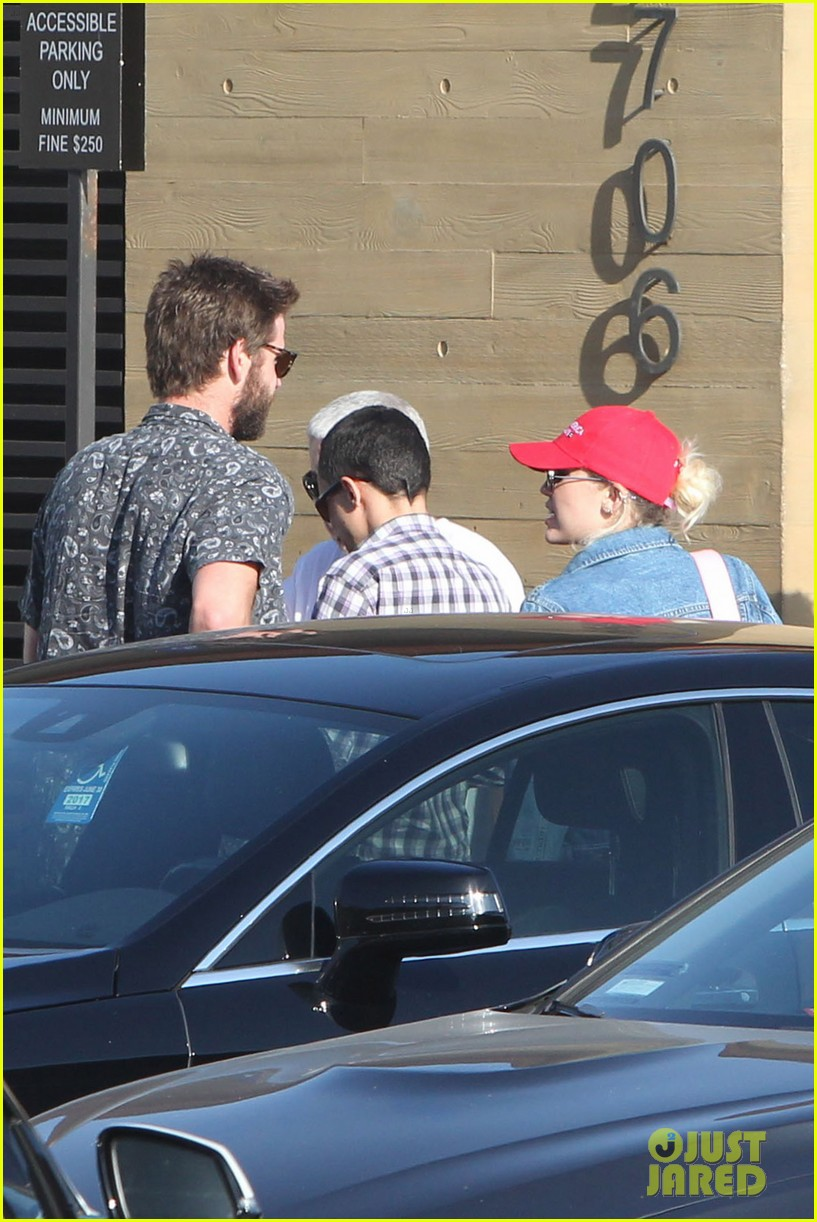 miley cyrus liam hemsworth leave nobu sunday 21