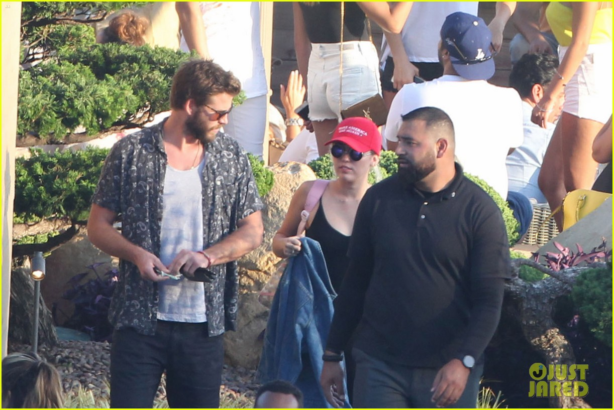 miley cyrus liam hemsworth leave nobu sunday 26