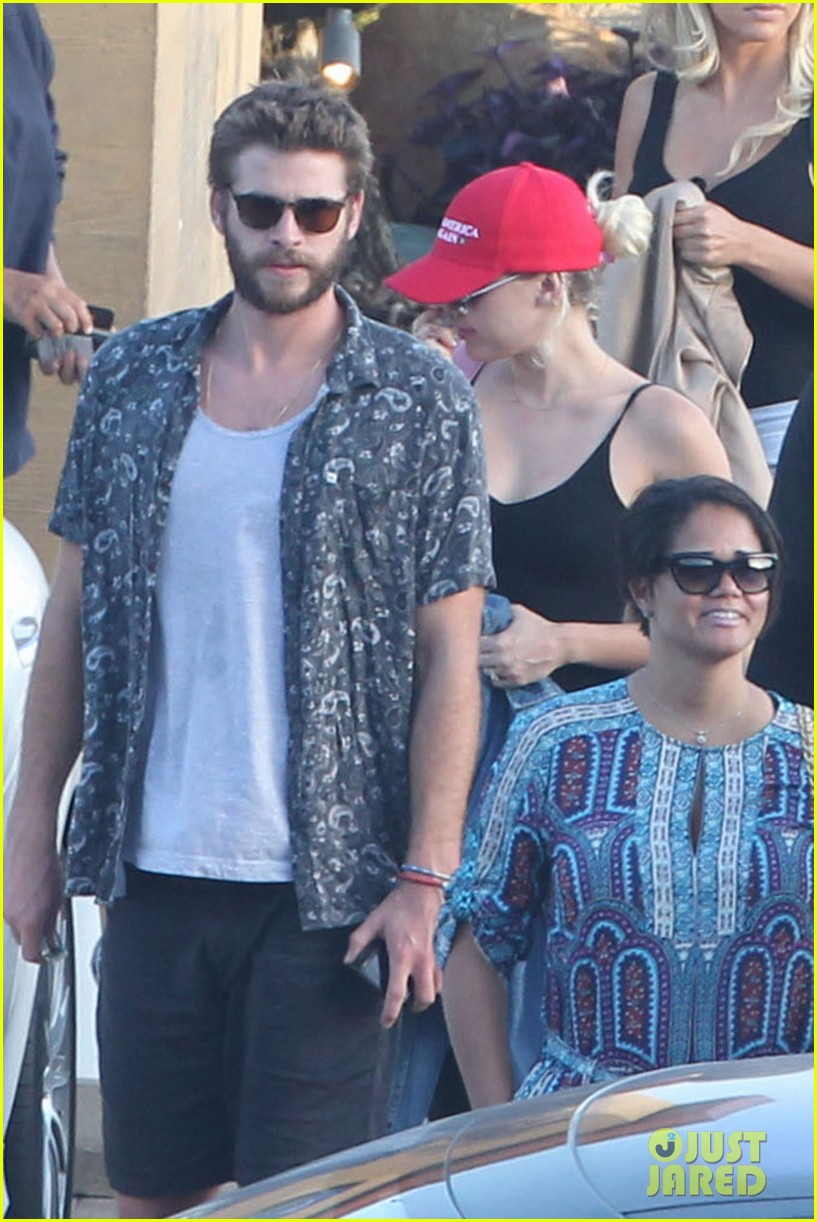 miley cyrus liam hemsworth leave nobu sunday 45