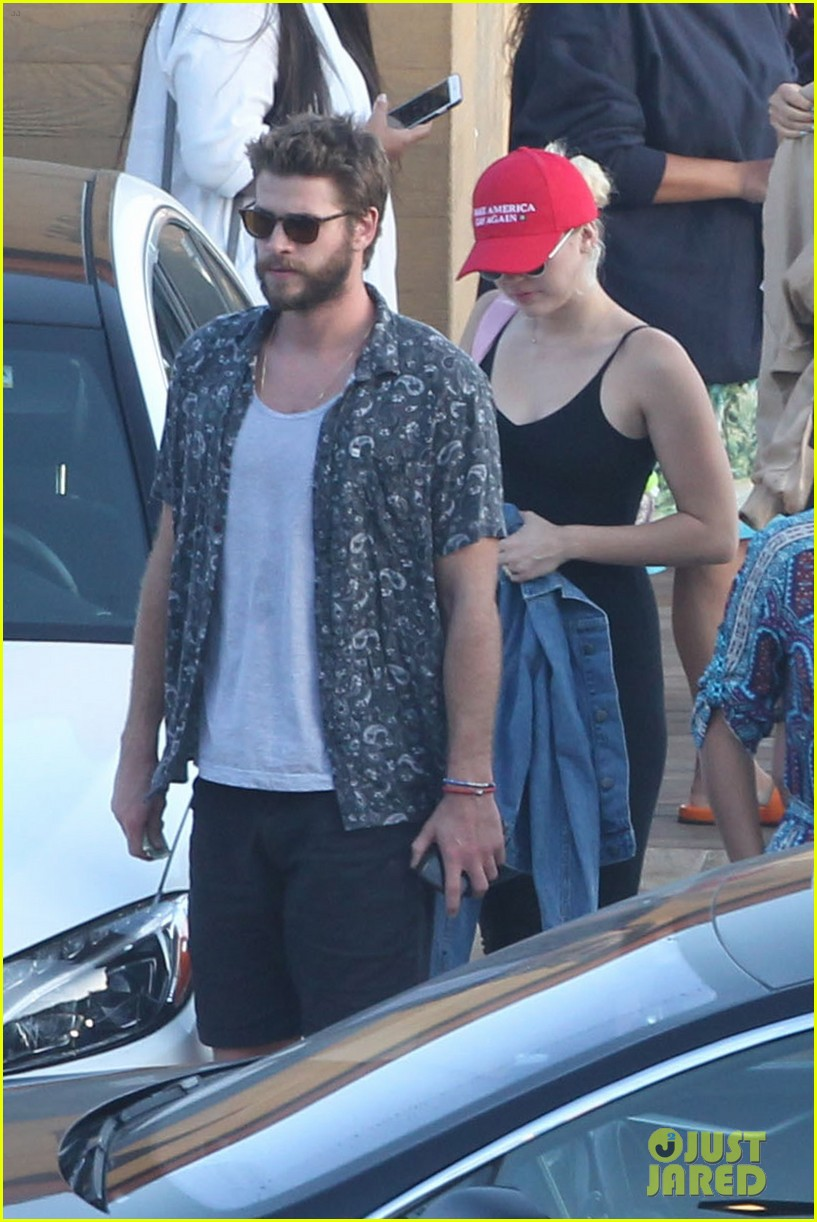 miley cyrus liam hemsworth leave nobu sunday 47