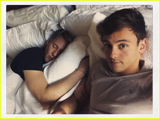 tom daley relaxes before olympics with dustin lance black 01
