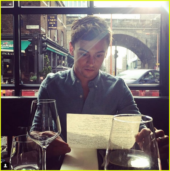 tom daley relaxes before olympics with dustin lance black 04