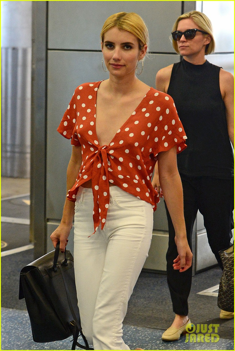 emma roberts polka dot top taylor lautner love interest scream queens 01
