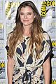 peyton list riley smith frequency 2016 comic con 20