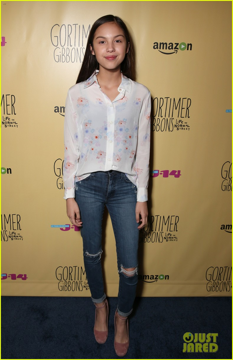 sloane siegel gortimer gibbon cast season two celebration 42
