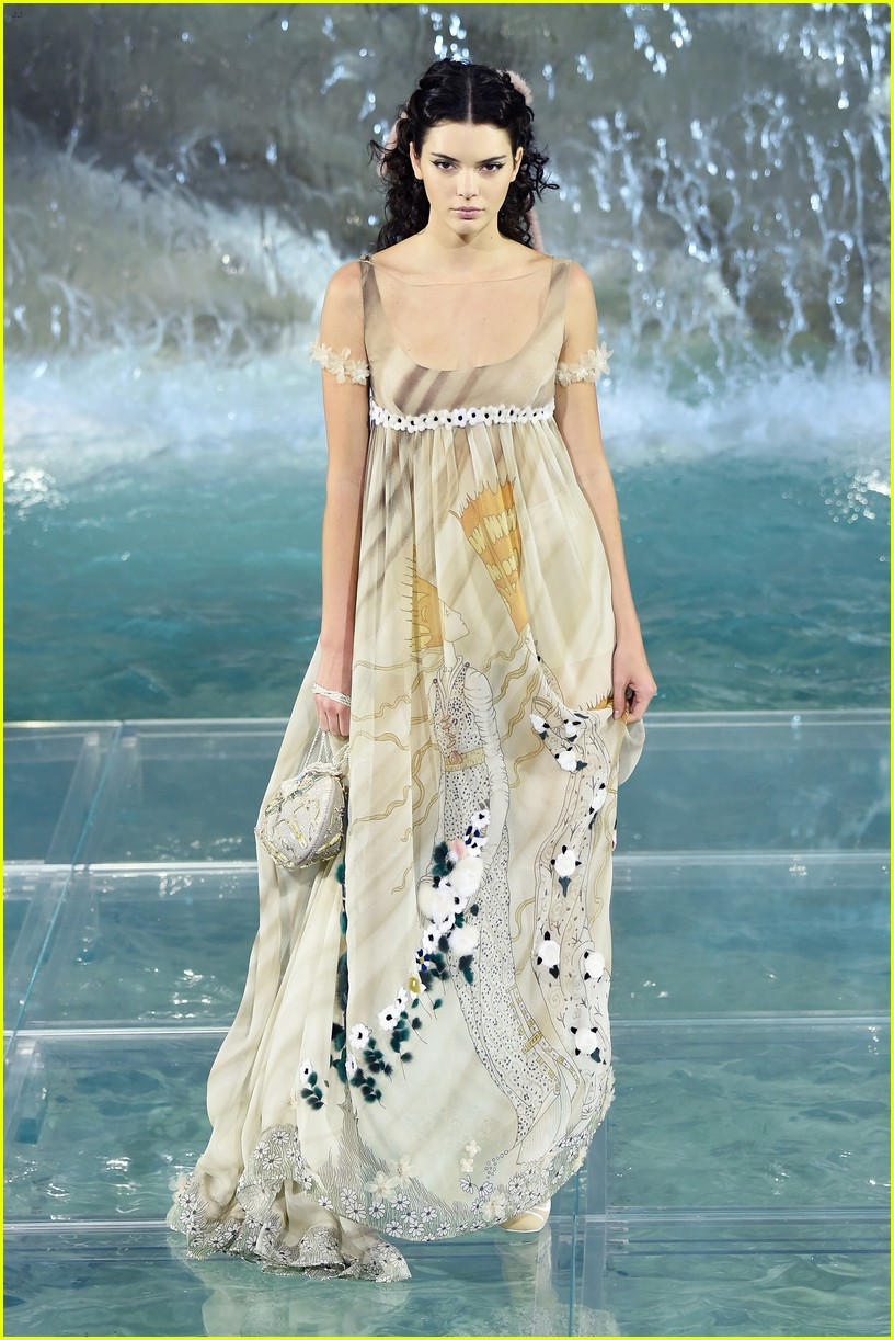 Bella Thorne Watches Kendall Jenner & Bella Hadid in Fendi Show ...