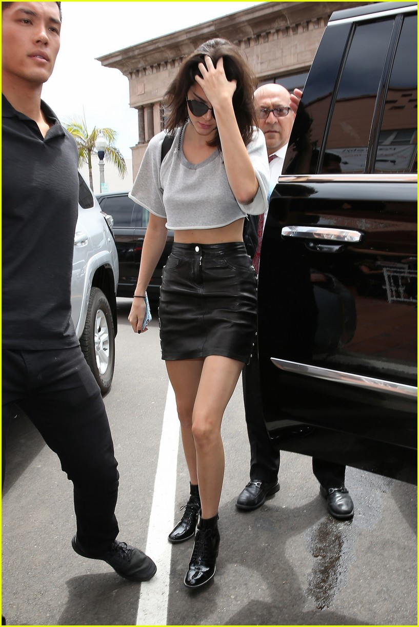 kendall jenner explains why she goes braless 22