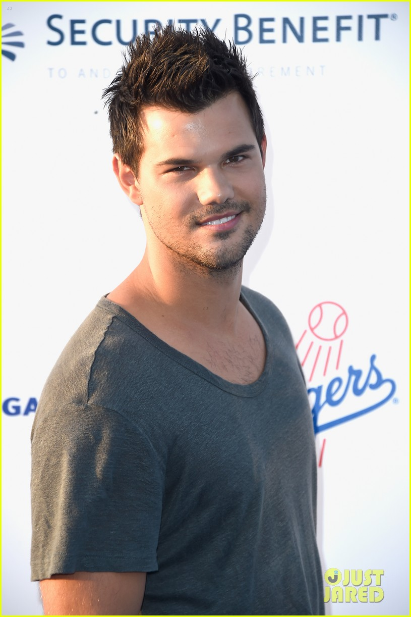 lea michele taylor lautner chace crawford dodgers fdn gala 02
