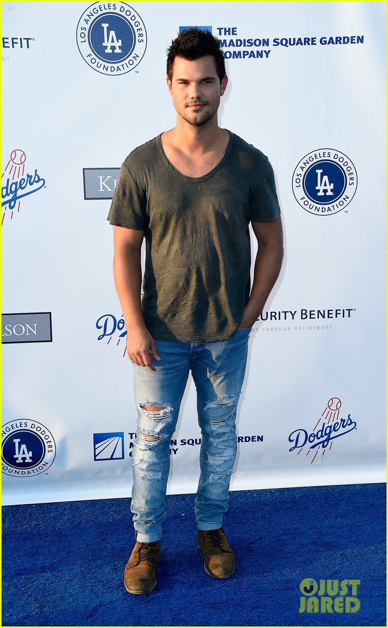 lea michele taylor lautner chace crawford dodgers fdn gala 14