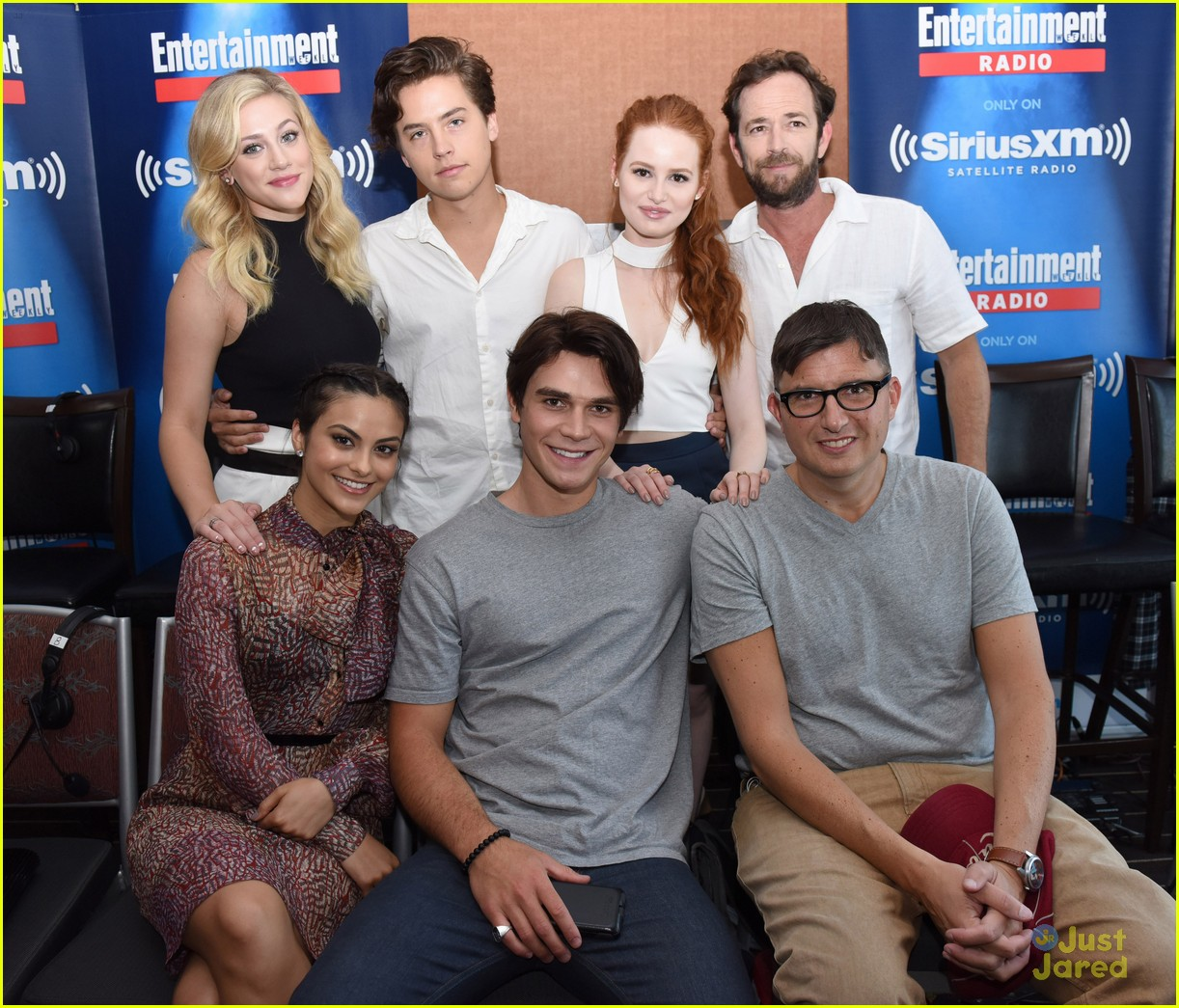madelaine petsch cole sprouse bring 39 riverdale 39 to comic. Black Bedroom Furniture Sets. Home Design Ideas