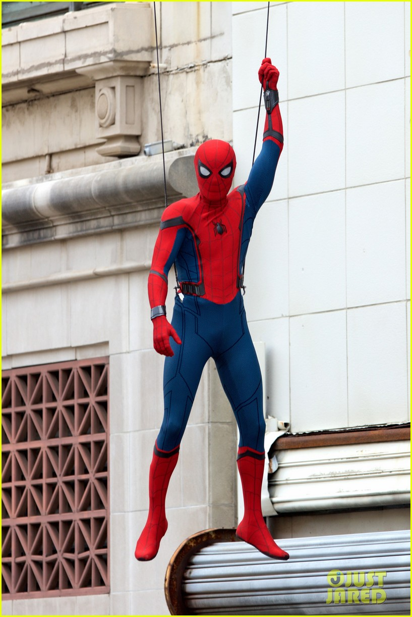 spider man swings into action on set 02