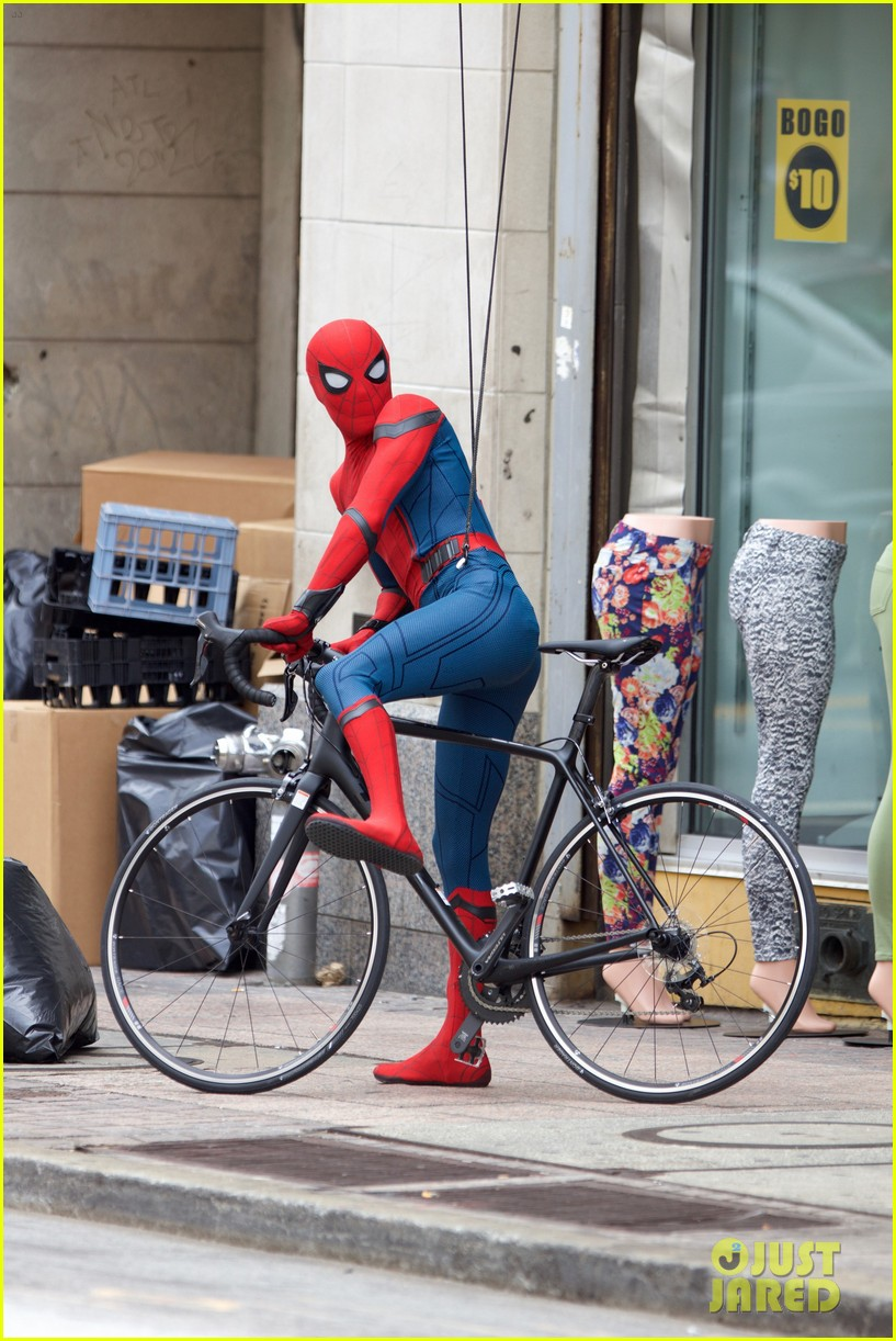 spider man swings into action on set 04
